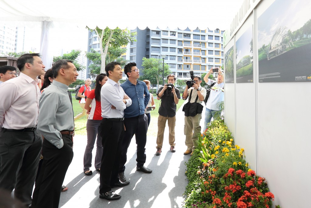 Minister Tan Chuan-Jin viewing the gallery of Skool4Kidz Campus @ Sengkang Riverside Park.